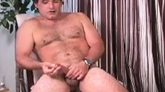 Musclular stud lies back to give his stiff prick a two-handed pumping
