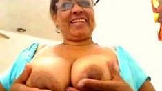 Colombian mature fingering on webcam (no sound)