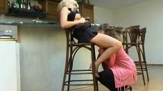 Blonde Lesbian In Cunt Fingering Clip With A Brunette